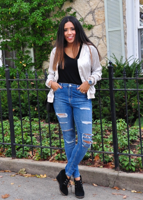 High waisted destroyed jeans
